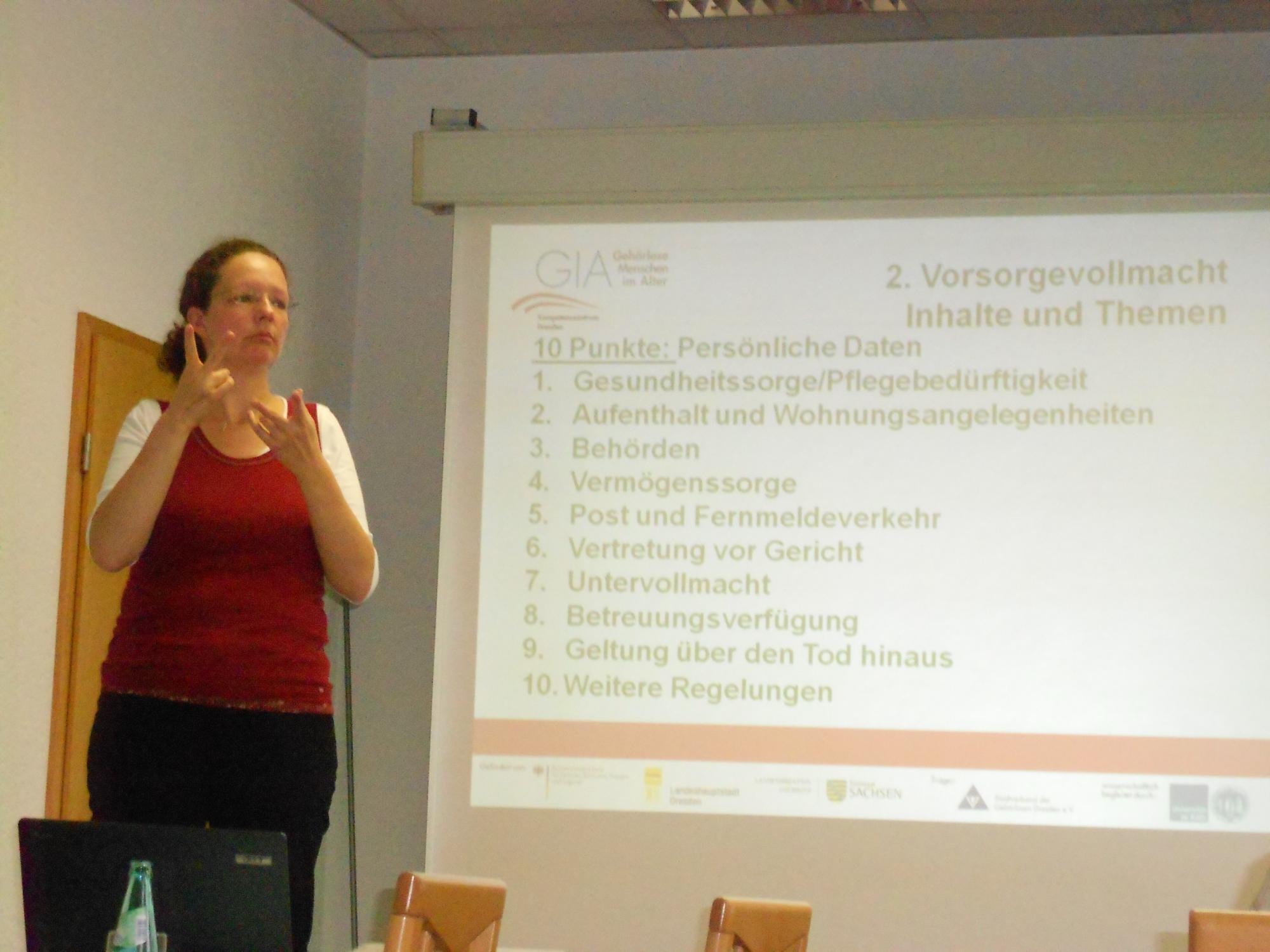 Frau Gorn informiert über die Inhalte der Vorsorgevollmacht